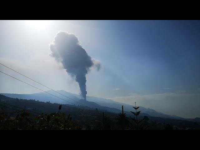 Vuelve a arrancar el Volcán de Cumbre Vieja en La Palma..🙏