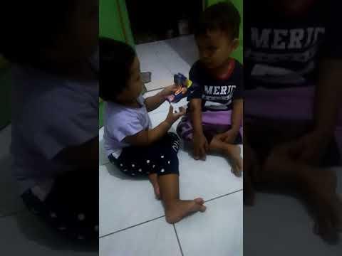 Anak kecil berantem adu mulut lucu