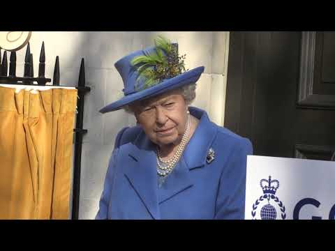 The Queen unveils plaque to mark centenary of GCHQ in London
