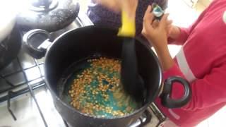 Como fazer pipoca colorida.