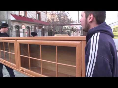 Грузоперевозки,грузчики,грузовое такси Николаев.Выгружаем мебель из машины.