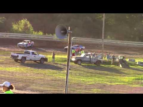 Hummingbird Speedway (7-7-18): Sunny 106.5 FM Pure Stock Heat Race #1