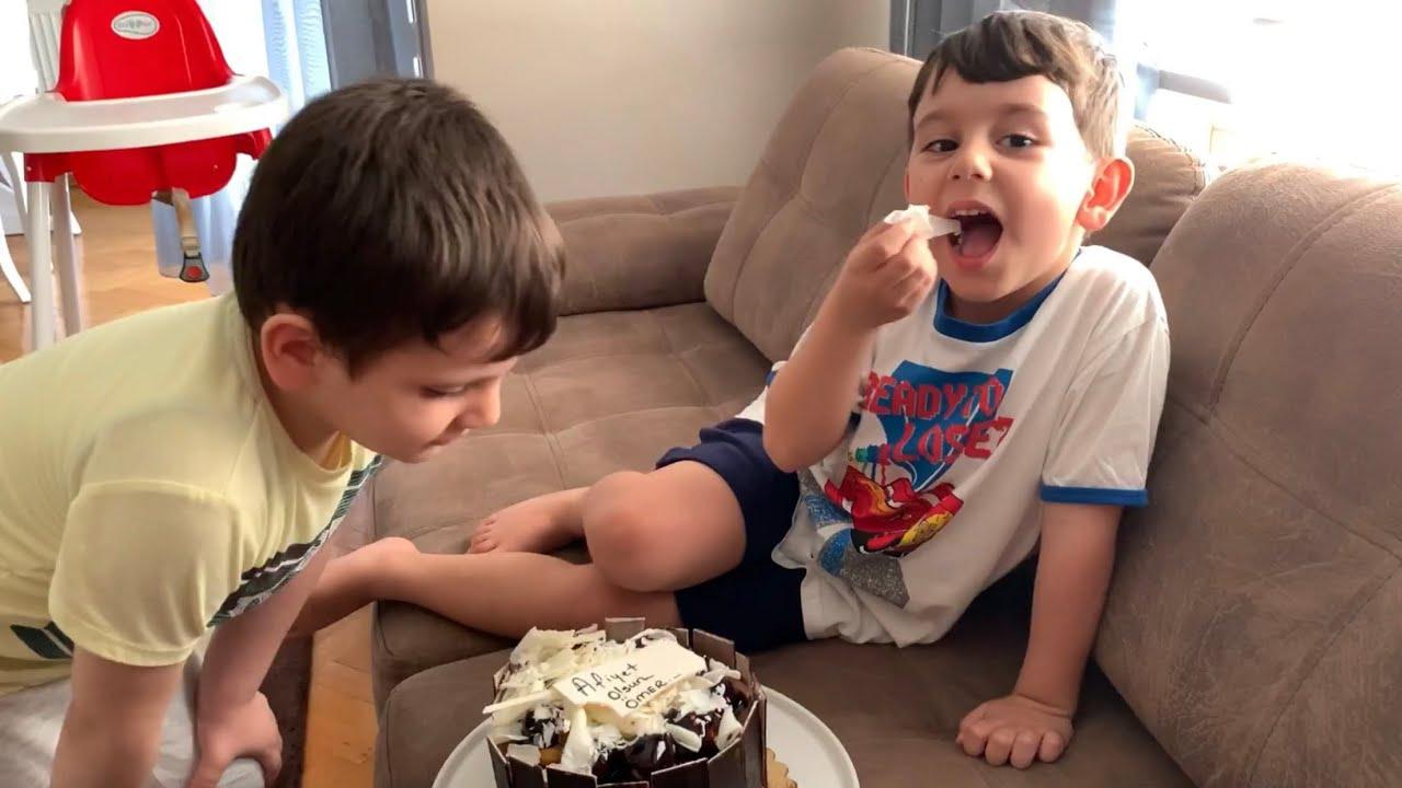 Yusuf ömerlere giderken çikolatalı pasta aldı🎂 Sürpriz yaptı🎉Ömer çok sevindi😍