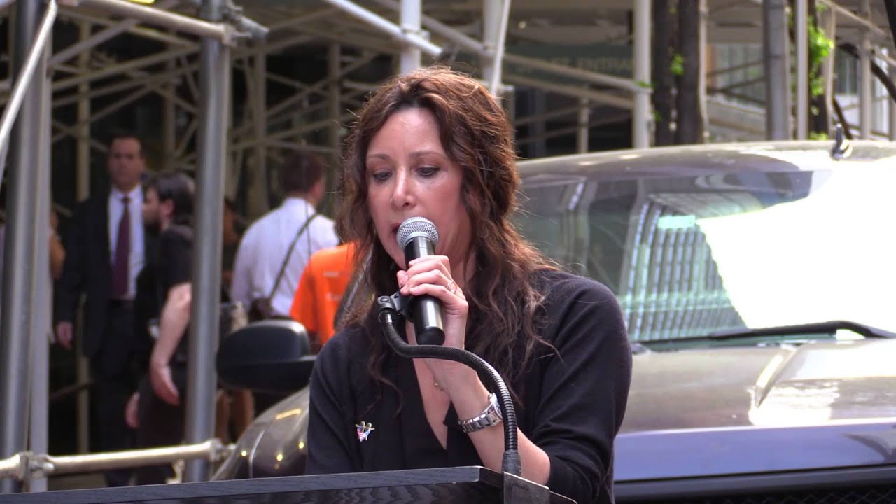 Lauri Regan speaks for EMET at Anti-BDS Protest at UJA Headquarters - EMET | Endowment for Middle East Truth
