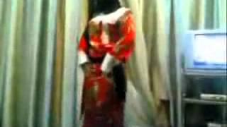 ام بومه ترقص
