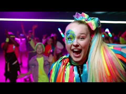 JoJo Siwa - Worldwide Party (Official Music Video) להורדה