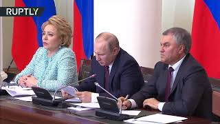 'My writing looks like chicken scratch' – Putin on trying to decipher his own note for half a minute