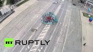 Жители Луганска устроили флэшмоб в честь годовщины проведения референдума