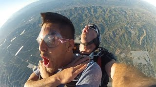 JUMPING OUT OF A PLANE IN LA! with MAXPLAYSFIFA