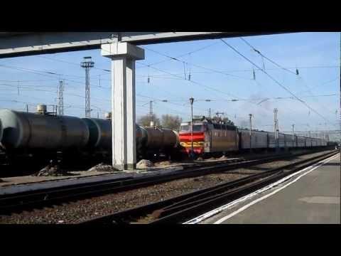 ЧС4Т пролетает станцию Шахунья с поездом Москва-Пекин
