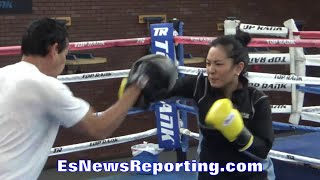 Rachel Donaire KILLING THE MITTS!!! SICK POWER!!! - EsNews Boxing