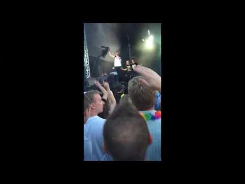 Finger weg von Sachen ohne Alkohol (live) - Mickie Krause ( Oberhausen Olé 2016 ) von YouTube · Dauer:  3 Minuten 22 Sekunden