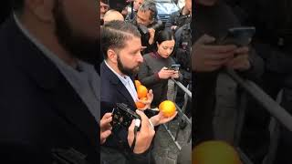 """Arresto De Vito, Casapound porta arance in Campidoglio: """"Raggi dimettiti"""""""
