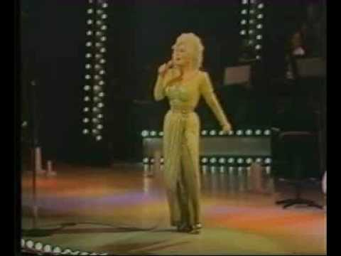 "Dolly Parton ""9 to 5"" live"