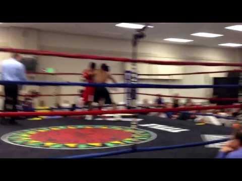 edwin reyes 2nd pro fight RD2