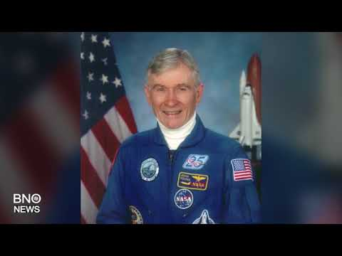 Astronaut John Young, Who Walked on the Moon, Dead at 87