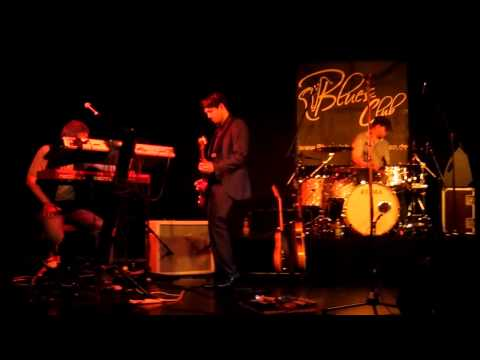 aynsley-lister---running-out-on-me-(live-2012)