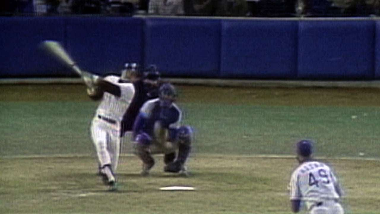 1977 WS Game 6: Reggie belts his 3rd ...