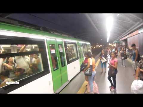En el Metro de Lima --Linea 1 --Un dia  domingo en  la Estacion Gamarra ..--- abril 2017