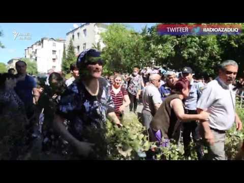 Yaşıllığın qətliamına etiraz edən sakinlərlə polis arasında qarşıdurma
