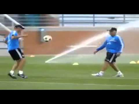Zizou , Ancelotti     juggling !!!!!!!!!