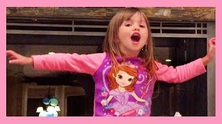 Ellie Sings Frozen Let It Go Songs