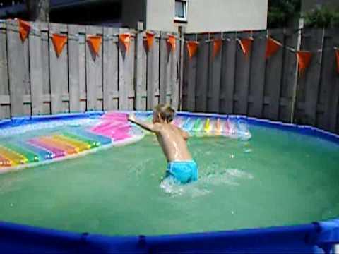Het grote zwembad in de tuin youtube for Ondergrond zwembad tuin
