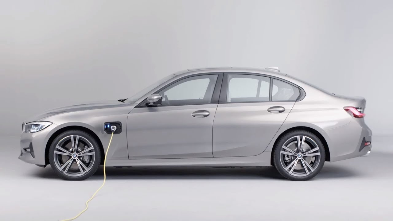 2019 BMW 330e Plug-in Hybrid – Luxury sedan with INSANE fuel consumption!