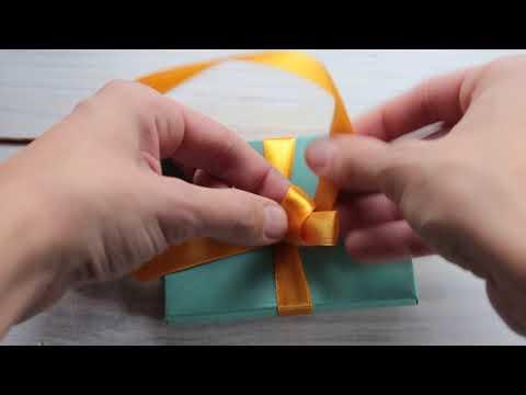 Как завязать ленточку на коробке с подарком