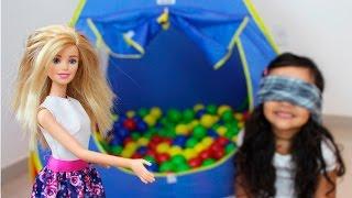 Barbie e Bia Lobo na Cabaninha de Bolinha Surpresa /SURPRISES