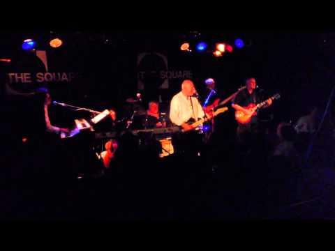 The Rutles 'Hold My Hand' live at The Square, Harlow 21 Aug