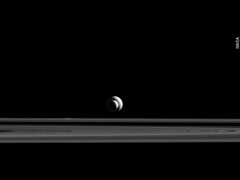 Saturn's Moons Align To Form Bullseye In Orbit - Newsy