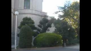 Cette séquence vidéo montre le plus ancien bâtiment au quartier Uën...