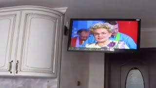 Крепление телевизора своими руками(Не обязательно покупать кронштейн для телевизора, что бы его повесить на стену. Крепление можно сделать..., 2015-08-08T04:18:25.000Z)
