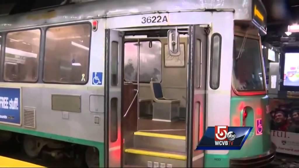 Door falls off Green Line train near Boston station - YouTube