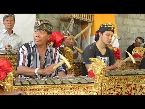 BALINESE GAMELAN ENSEMBLE - Sacred Ritual NGABEN Music [HD]