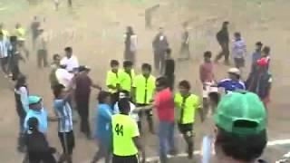 Partido de fútbol amateur termina con balazos y batalla campa…