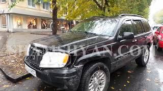 Ավտովթար Երևանում  Աբովյան փողոցում բախվել են Jeep ն ու Mercedes ը