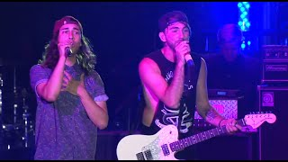 "All Time Low perform ""A Love Like War"" with Vic Fuentes at the APMAs"