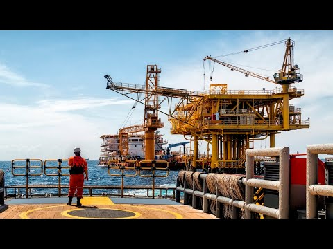 Offshore oil workers secure historic pay deal