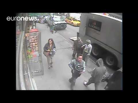 CCTV Rakam Pencuri Bertuah Larikan Emas Seberat 39kg Dari Sebuah Trak