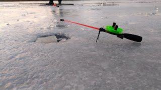 Зимняя рыбалка 2021 Зимняя ловля большого окуня плотвы и щуки Супер уловистая снасть в деле