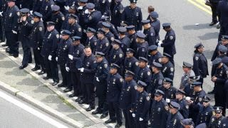 Download NYPD officers turn their backs on Mayor de Blasio at slain officer's funeral Mp3 and Videos