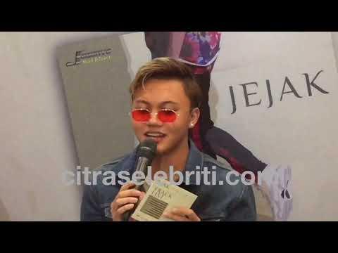"Rizky Fabian disambut fans saat rilis album ""Jejak"""
