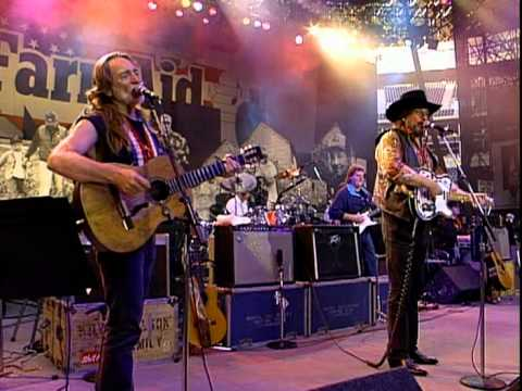 The Highwaymen - The King Is Gone (So Are You) (Live at Farm Aid 1992)