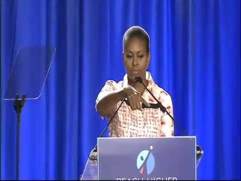 Child Faints During Michelle Obama Speech