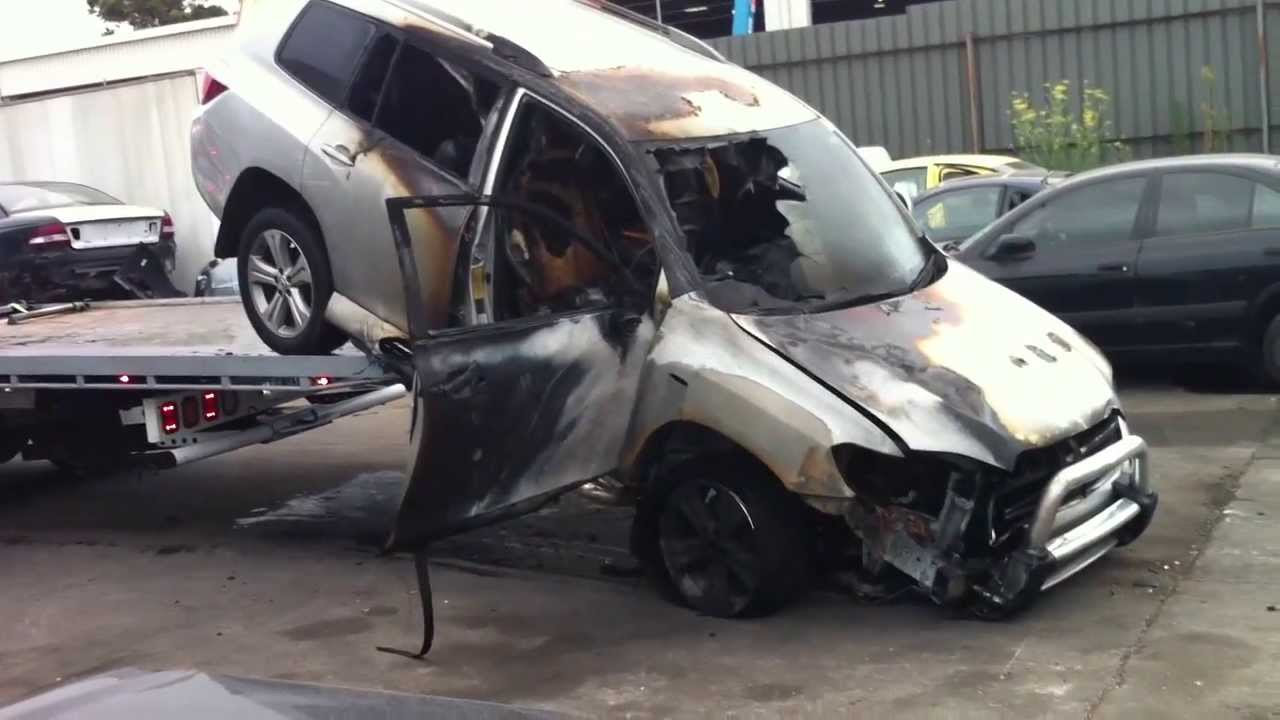 Car Accident Toyota Kluger Burnt Out Caught On Fire