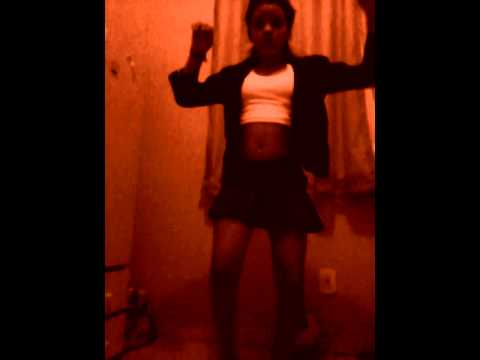 leticia dançando tras de mi