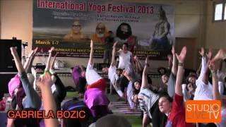 Video Jivamukti Yoga at The 2013 International Yoga Festival from Rishikesh, India download MP3, 3GP, MP4, WEBM, AVI, FLV Juli 2018