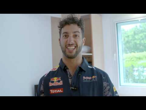 Daniel Ricciardo joins the #GetitOnChallenge | Pepe Jeans